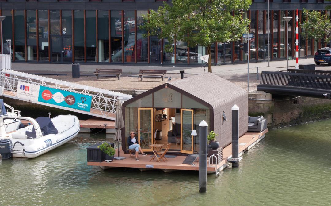 De Rotterdamse Wikkelboat: logeren op een tiny boat