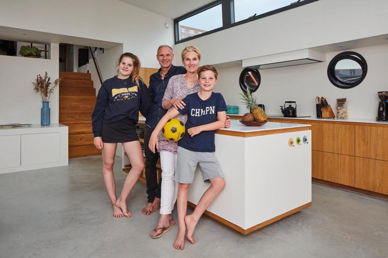 familie De Vries Woonboot van het Jaar 2017
