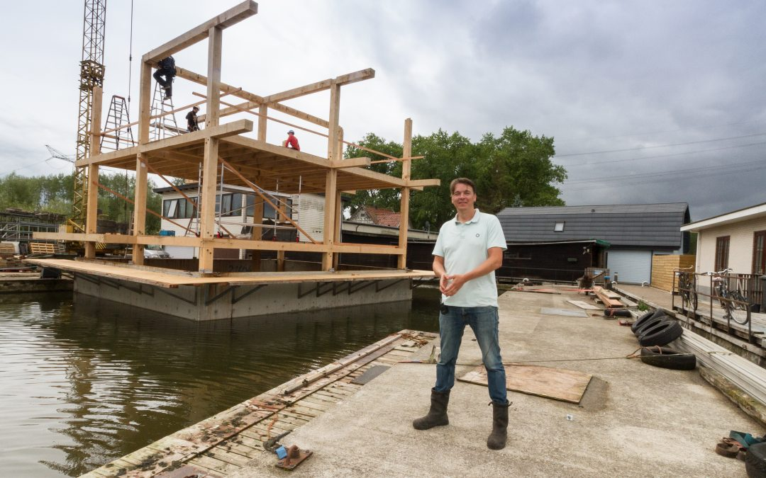 Video: architect Wouter Valkenier op de bouw van zijn drijvende droom