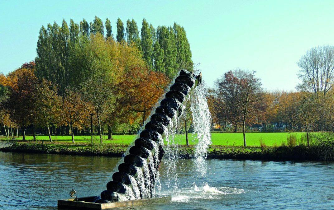 Kunst met water: nutteloze scheepsschroef