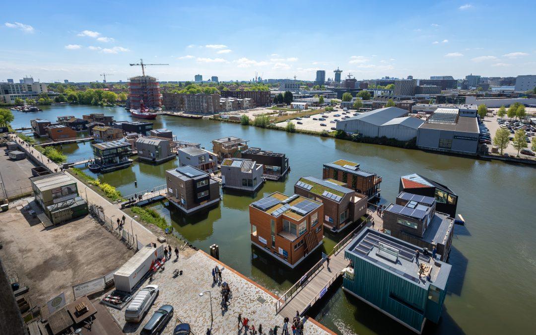 De duurzaamste drijvende woonwijk van Europa is bijna compleet