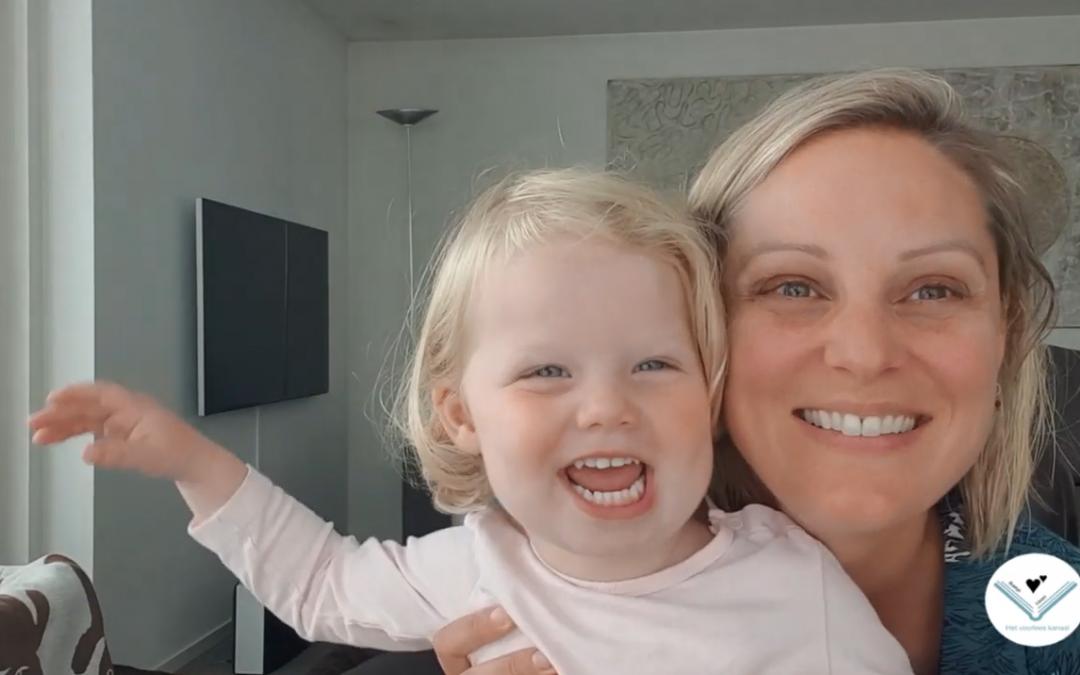 Toffe voorleesvideo's van woonbootbewoonster Caroline