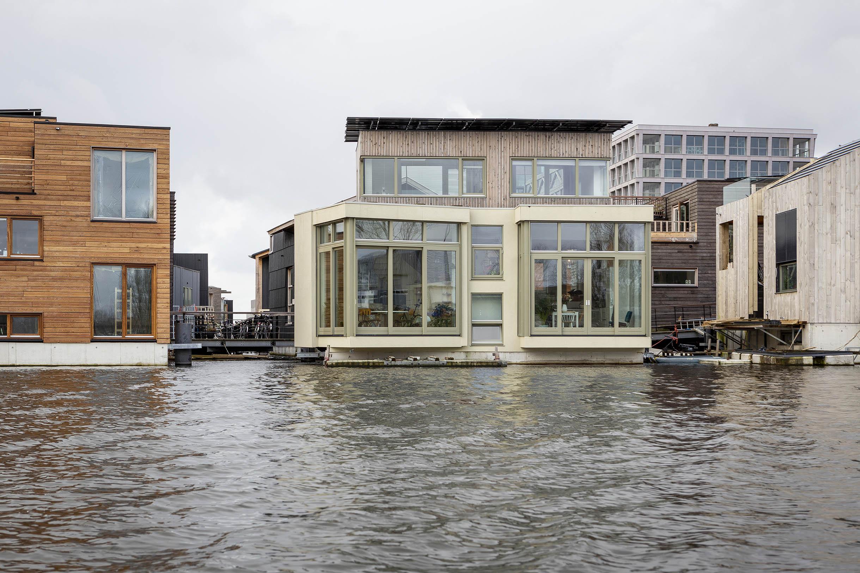 stem op woonark Schoonschip in Amsterdam